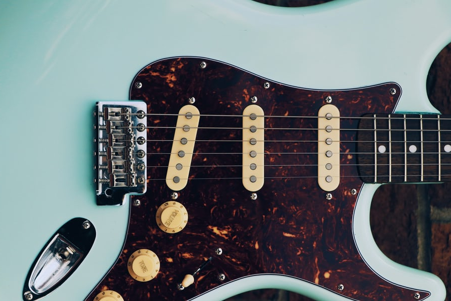 blue mustang electric guitar similar to kurt cobain's