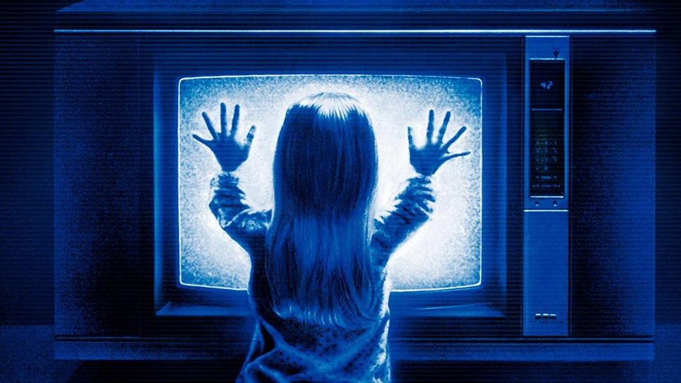 poltergeist 1982 carol ann with her hands on the tv - top five horror movies