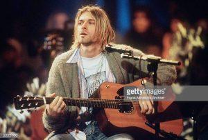 kurt cobain playing nirvana mtv unplugged