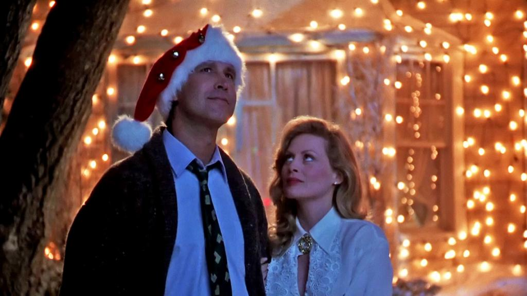 Clarke and Ellen Griswalk in front of the house in Christmas Vacation