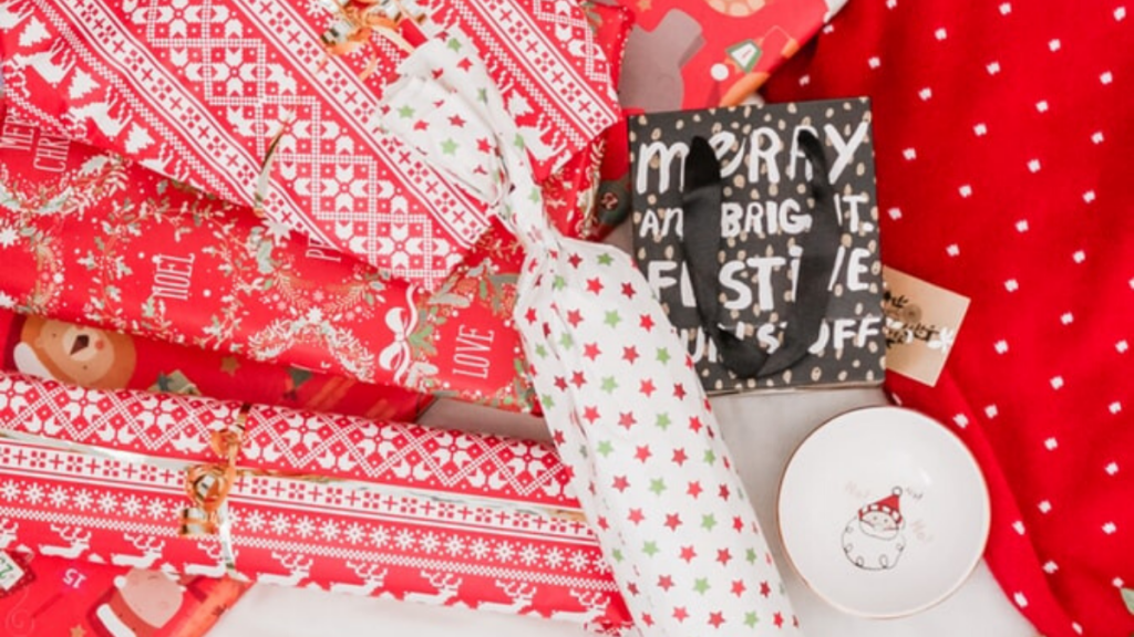 wrapping paper - How to clean up after Christmas in an eco-friendly way